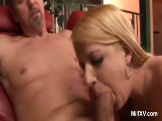 Porno Video of Petite Blonde Milf Gives Oral