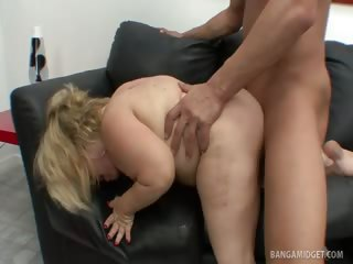 Porno Video of Midget Stella Takes Full Sized Man Meat
