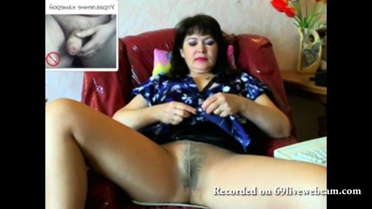 этими русские девушки мастурбируют и кончают на веб камеру дома с разговором сексапильные