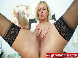 Porno Video of Petruse Mature Pussy Speculum Gaping And Masturbation
