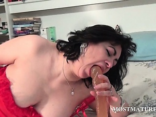 Porno Video of Pussy Dildo Fucking With Dirty Mature
