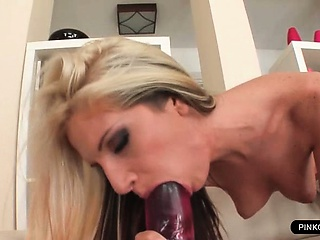 Porno Video of Hot Teen Loves Fisting Her Huge Pussy Lips