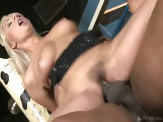 Porno Video of Daria Takes On Four Big Cocks, Accepting Them Deep In Her Pussy, Ass And Mouth From A Variety Of Positions Before Receiving Every Last Drop Of Cum The Guys Have To Offer All Over Her Pretty Face!
